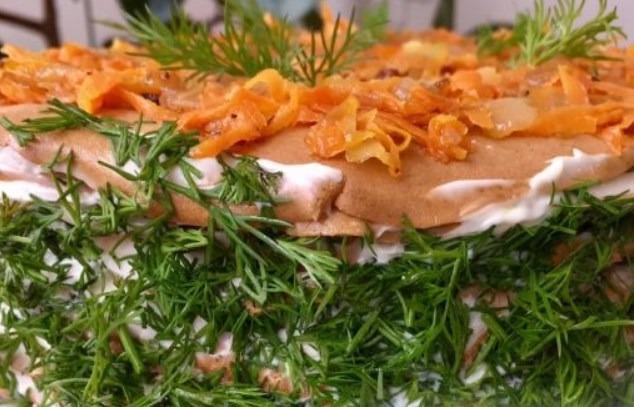печеночный торт с маринованными грибами
