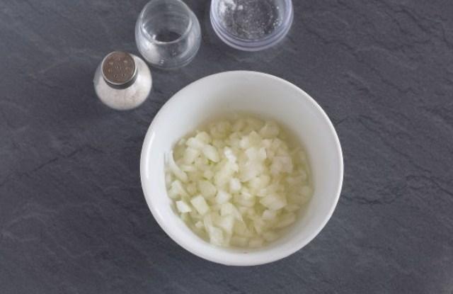 нарезать лук