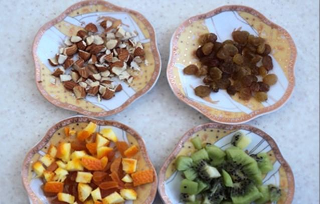 подготовить фрукты и сухофрукты