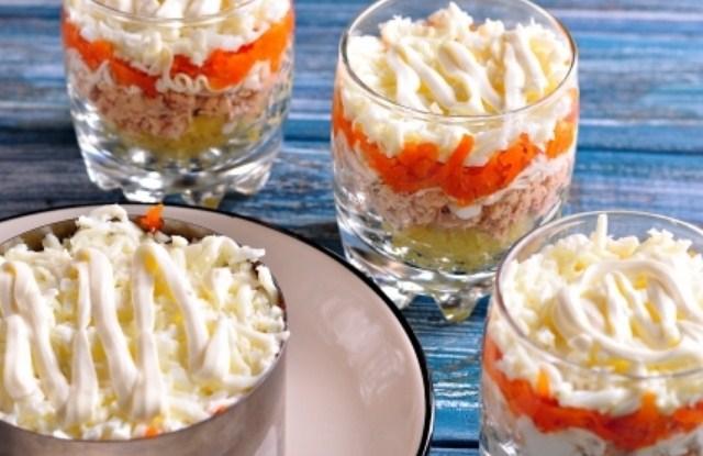 Рецепты приготовления праздничного салата мимоза с крабовыми палочками и другими ингредиентами