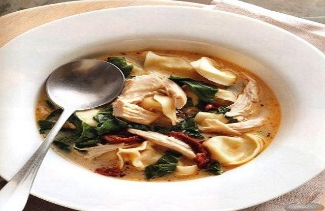 суп из тортеллини и шпината