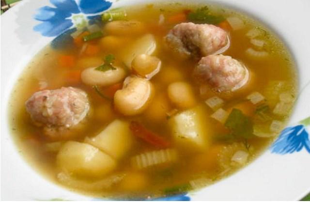 острый суп с фрикадельками