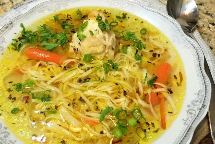 Куриный суп домашнего приготовления
