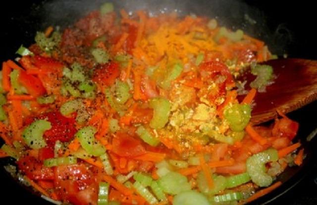 добавить сельдерей, помидоры, чеснок