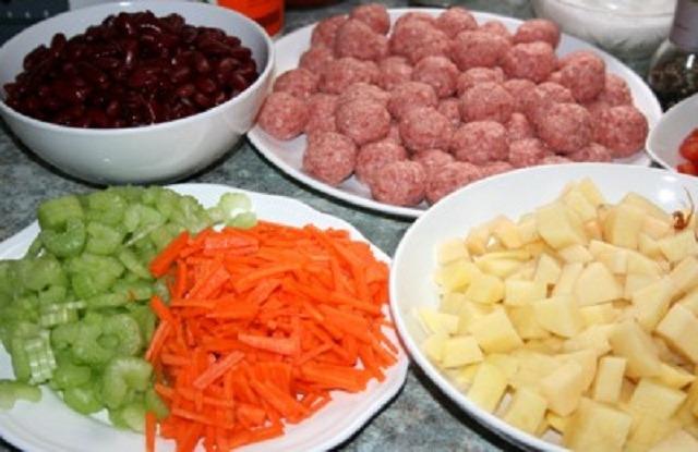 подготовить лук, морковь