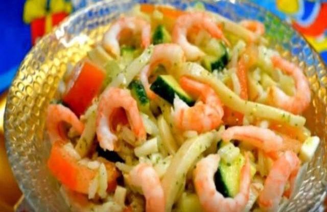 Рецепты салатов с морепродуктами - кальмарами, креветками и крабовыми палочками