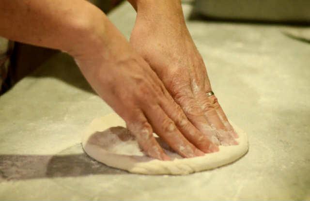 тесто руки и пальцы