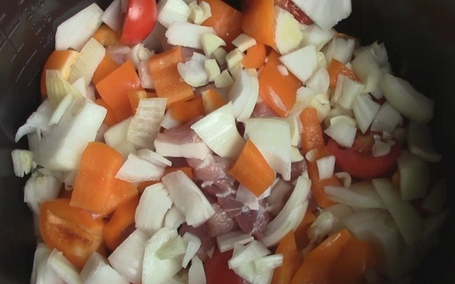 всыпать овощи