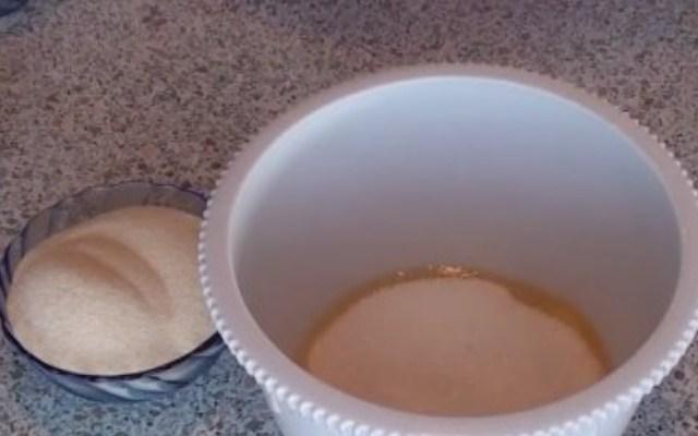 растереть яйца с сахаром