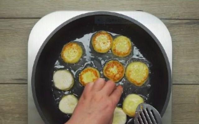 испечь сырники
