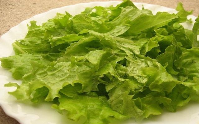 подготовить листья салата
