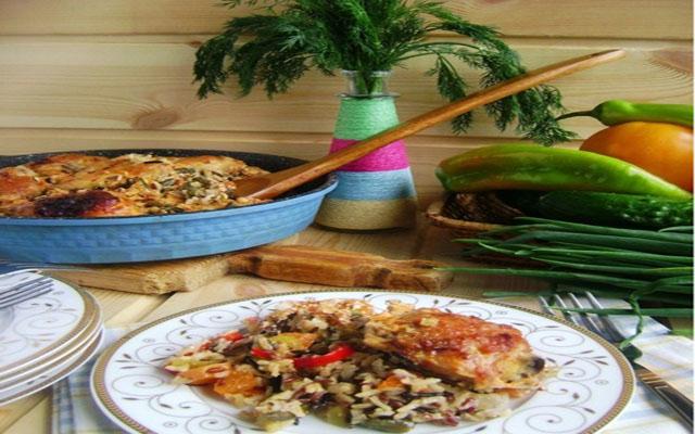 Ленивая сковорода с рисом и курицей.