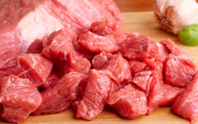 мясо нарезаем кусками