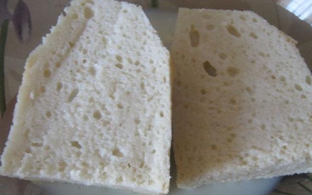 Хлеб порезать по полам