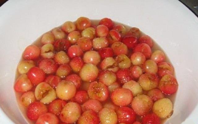 ягоды залить сиропом