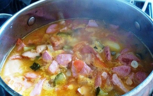 Зажарку выложить в суп