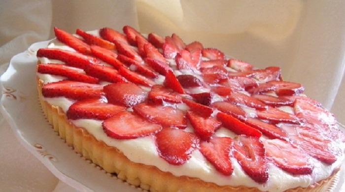 Рецепты приготовления самых вкусных пирогов с клубникой в духовке