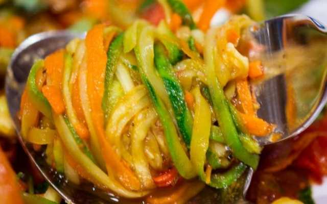 Кабачки по-корейски на зиму – самые вкусные рецепты с морковью и чесноком