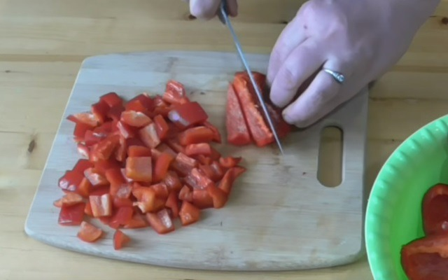 режем перцы