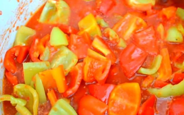 перец добавить к томатам