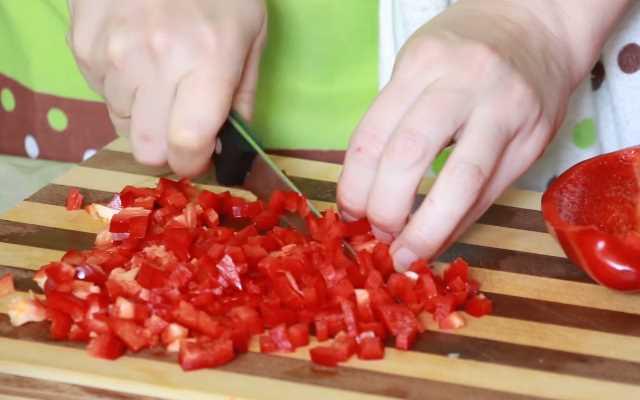 нарезать перцы