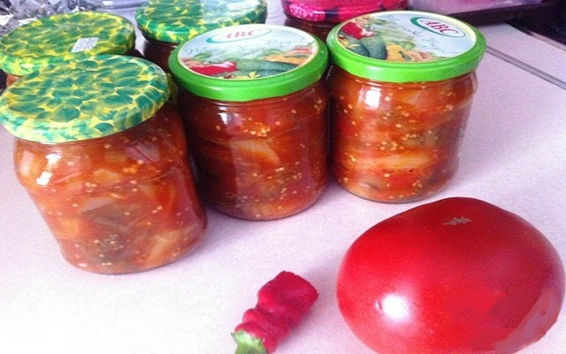 баклажаны с болгарским перцем в томатном соусе