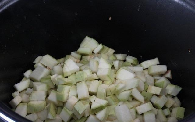 овощи переложить в мультиварку