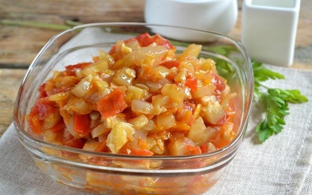 кабачковая икра с перцем и помидорами