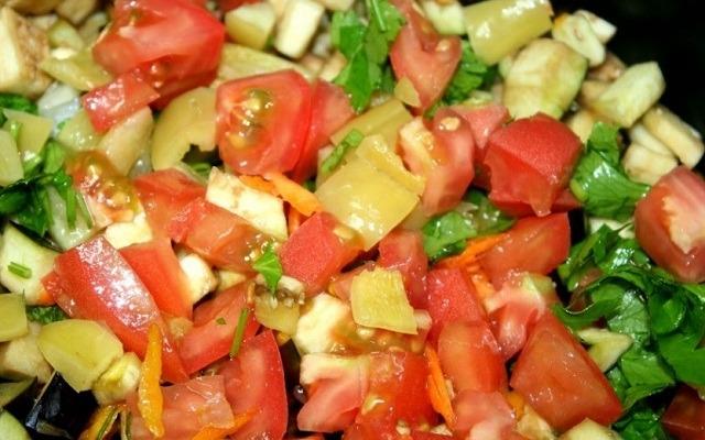 добавить помидоры, перец, зелень