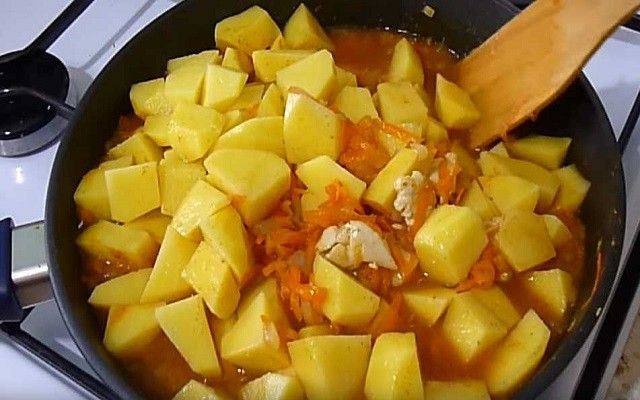 добавить картошку