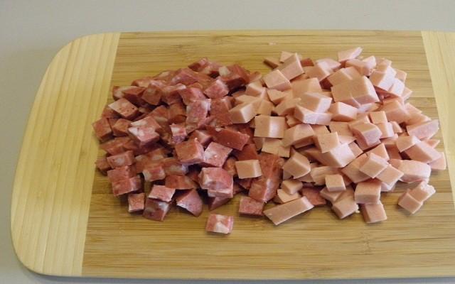 нарезать колбасы