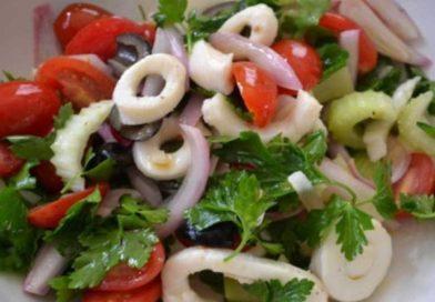 Самые вкусные салаты с кальмарами — рецепты приготовления на праздничный стол