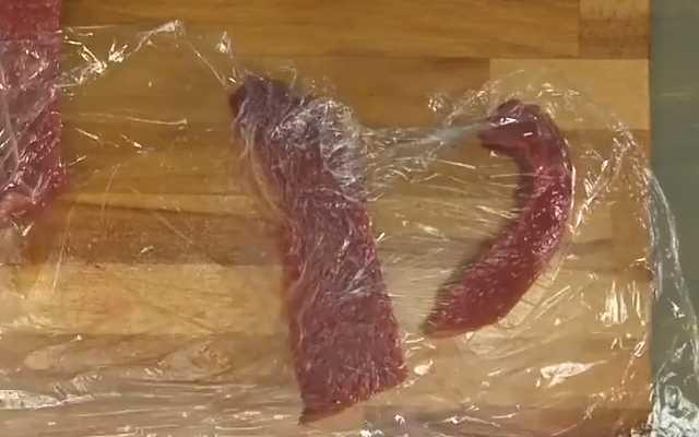 отбить мясо через пленку