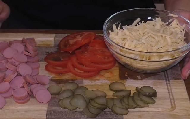 нарезать продукты для начинки