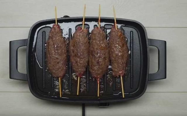 жарим люля кебаб на сковороде