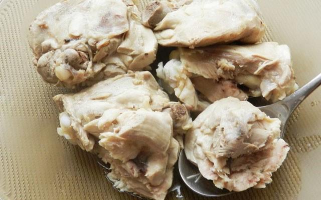 вареное мясо снимаем с косточек