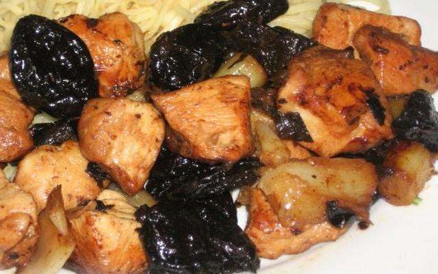 курица с черносливом по-македонски