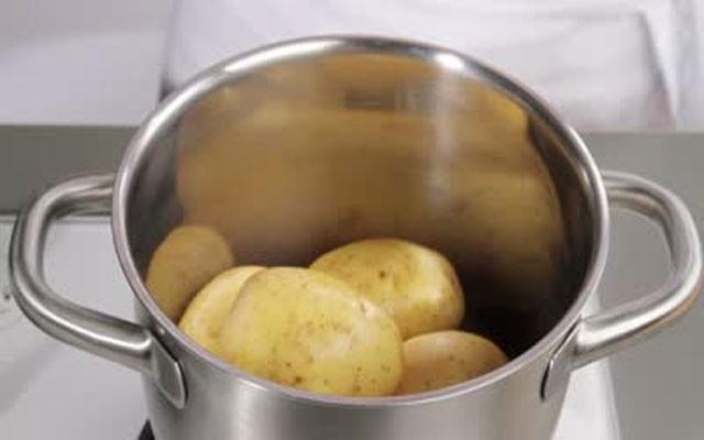 отвариваем картофель в мундирах