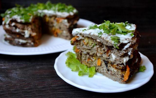 Печеночный торт на кефире из говяжьей печени с морковью и луком