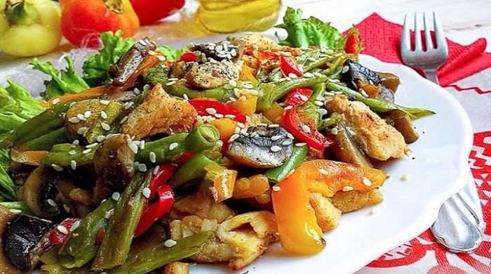 Салат с курицей — рецепты приготовления оригинальных салатов с грибами