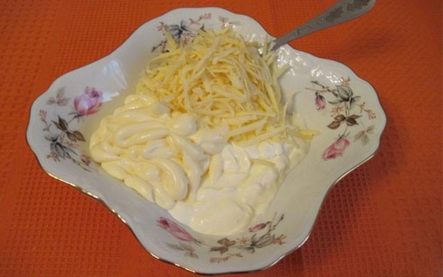 сделать сырно-чесночно-майонезный соус