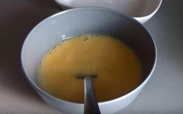взболтать яйца с молоком