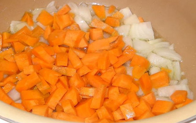 пассеровать лук с морковью