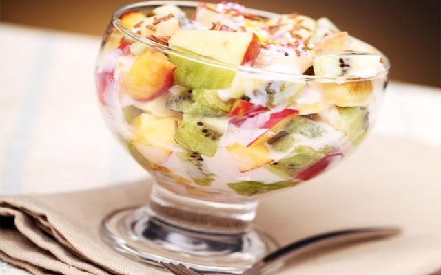 Классический фруктово-йогуртовый салат