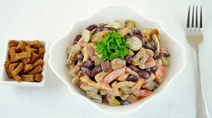 Блюда из фасоли. Рецепты приготовления салатов  с красной фасолью и сухариками