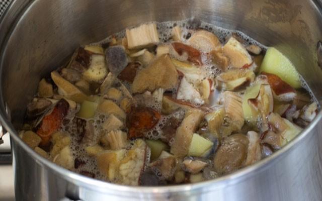 варить картошку с грибави