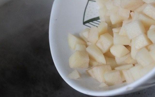 отправить картофель в бульон