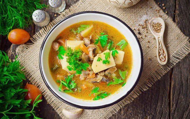 Рецепт грибного супа с шампиньонами и беконом