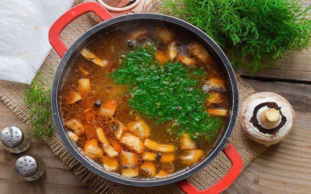 добавить обжарку с зеленью в суп