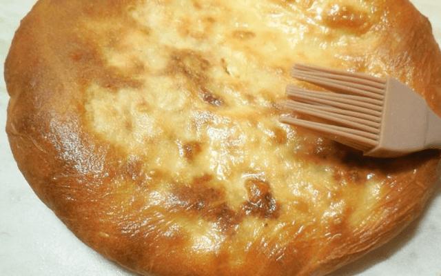 смазать пирог маслом